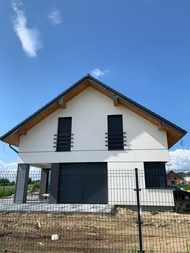 rolety zewnętrzne montaż dom